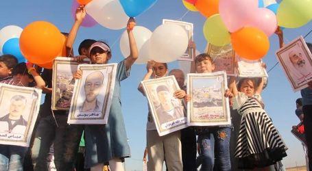 Anak-Anak Gaza Terbangkan Foto Pejuang Lewat Balon