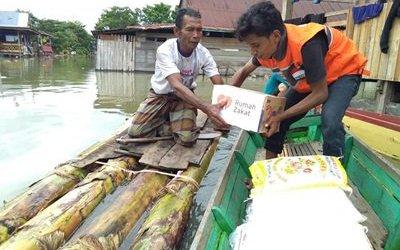 Rumah Zakat Salurkan Bantuan kepada Korban Banjir Danau Tempe