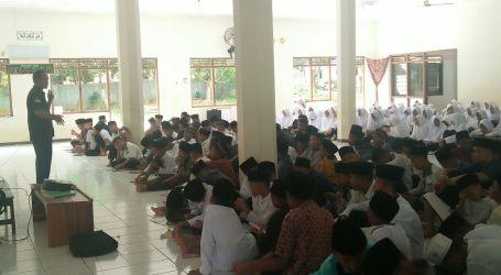 Kantor Berita MINA Berikan Sosialisasi Kepada Santri Baru Al-Fatah Lampung
