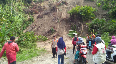 Relawan MER-C dan UAR Berhasil Keluar dari Jebakan Longsor di Kulawi, Sigi