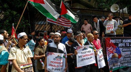 Warga Malaysia Demo di Depan Kedubes Australia