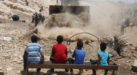 Israel Tunda Pembongkaran Desa Khan Al-Ahmar