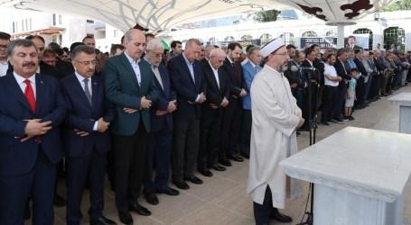 Erdogan Bersama Ribuan Warga Turki Shalat Gaib untuk Morsi
