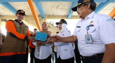 Kepala BNPB dan BMKG Serahkan Alat Deteksi Gempa Kepada BPBD Pandeglang