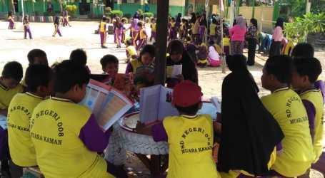 Bersama Orang Tua Siswa, SD Muara Kaman Bangun Pondok Baca