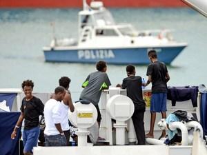 Italia Izinkan 116 Migran Berlabuh