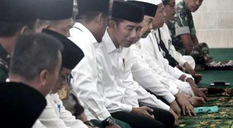 Di Riau, Jokowi Salat Istisqo