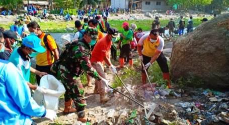 Ribuan Warga Brebes Lakukan Aksi Bersihkan Sampah