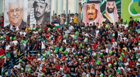 Foto Raja Salman dan Abbas di Stadion Palestina