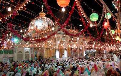 "Delapan Festival di Kashmir, Cita Rasa ""Surga di Bumi"""