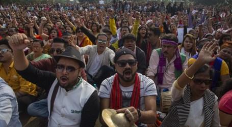 Polisi India Bubarkan Massa anti-UU Kewarganegaraan dengan Gas dan Tongkat