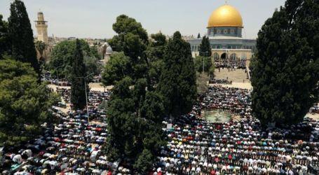 40 Ribu Warga Palestina Shalat Jumat di Al-Aqsa