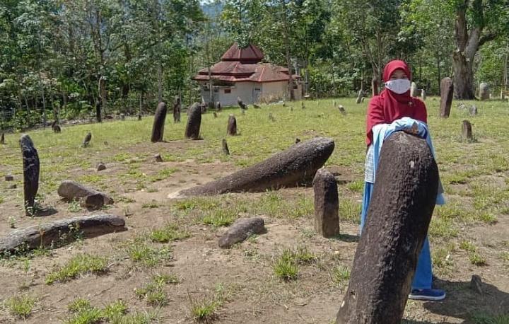 Tempat wisata menhir Maek