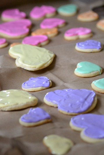 Decorating Conversation Heart Cookies (www.mincedblog.com)