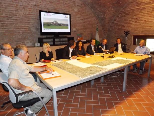 Il tavolo dei promtori della tappa mantovana del GiroDonne