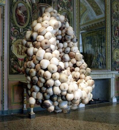 La-Grande-Madre-Palazzo-Reale-Milano-–-Sarah-Lucas-foto-Marco-De-Scalzi-courtesy-Fondazione-Nicola-Trussardi-Milano