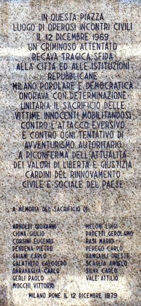MilanoPiazzaFontanaLapideVittime.jpg