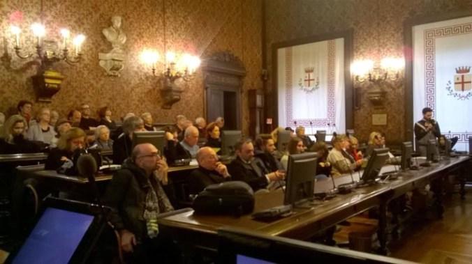 Numerosi gli appassionati presenti in sala consigliare.jpg