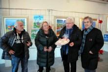 gli artisti con il sindaco di Rodigo Gianni Chizzoni