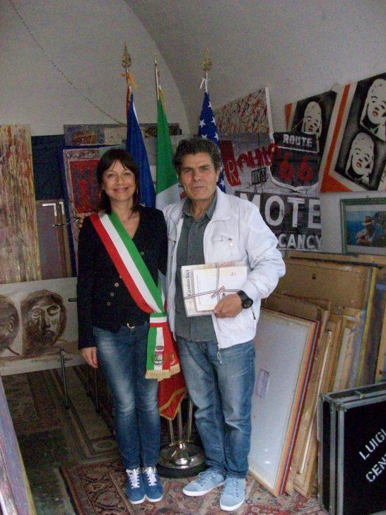 sindaco di Roverbella A.Annibaletti con il Pittore Luigi Centra Sudio Veroli 2016.JPG