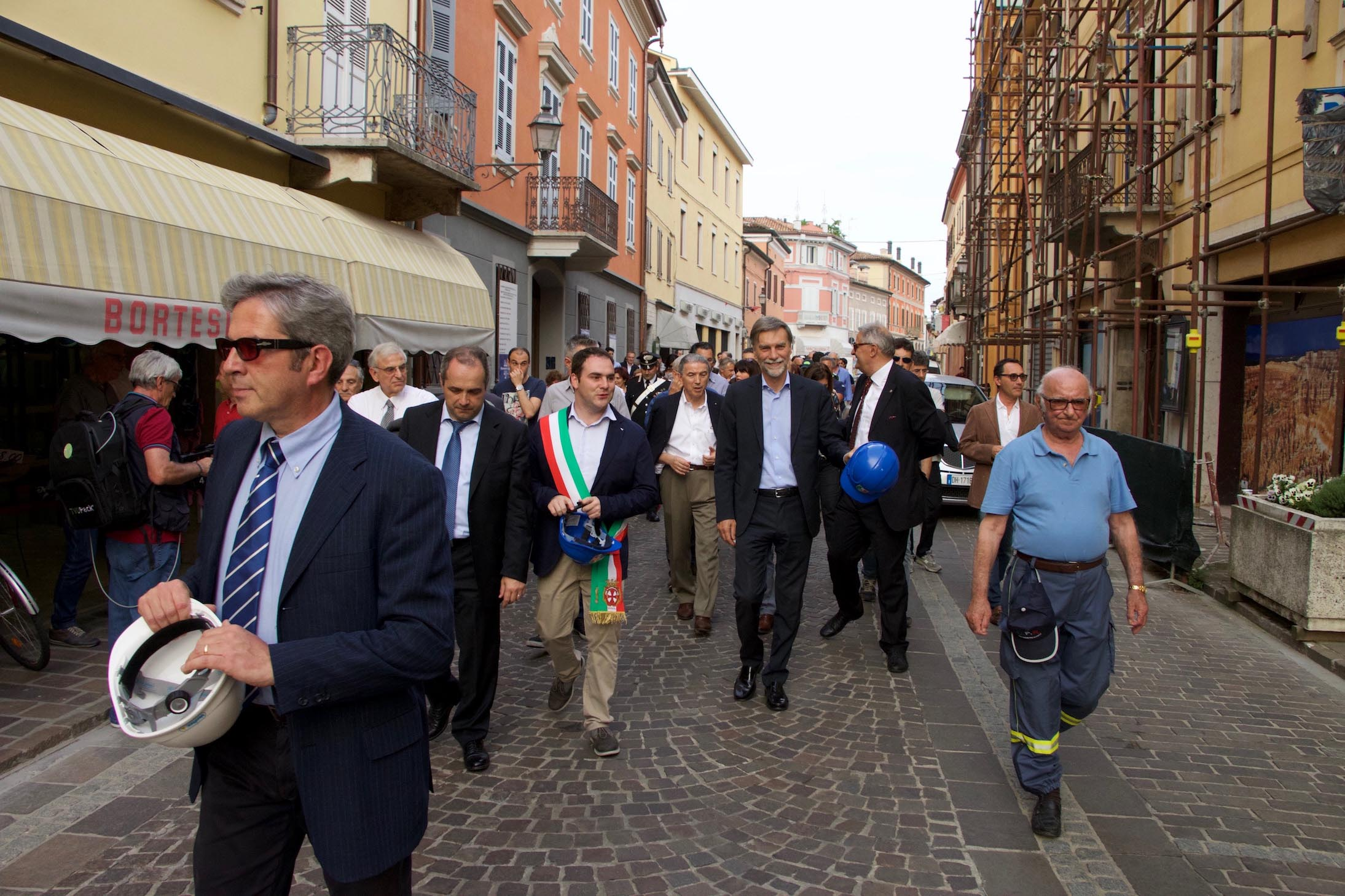 Reggiolo-visista dei politi lungo le vie del paese