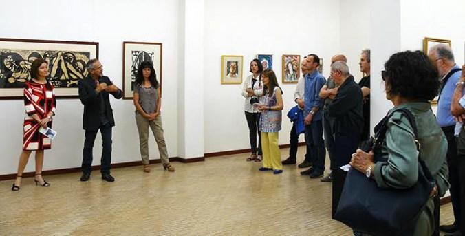da six la curatrice Arianna Sartori con gli eredi di Gino Terreni durante l'inaugurazione