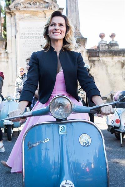Serena Autieri in vacanze romane.jpg