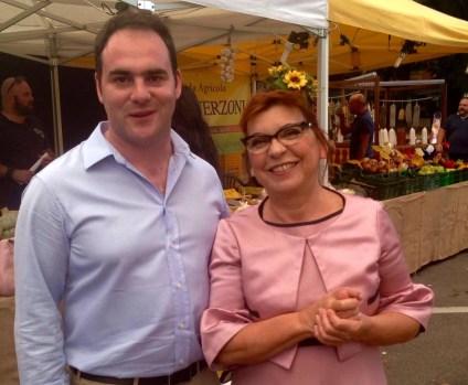 Il sindaco Roberto Angeli con Syusy Blady