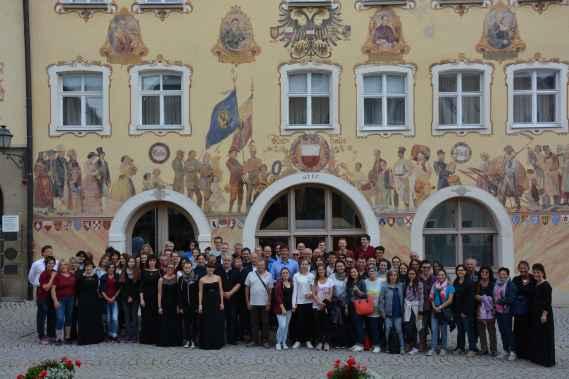 Foto di gruppo con il Sindaco di Horb am Neckar davanti al municipio-min.JPG