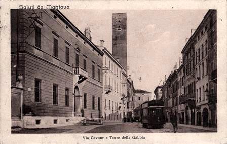 Mantova,_via_Cavour_e_torre_della_gabbia.jpg