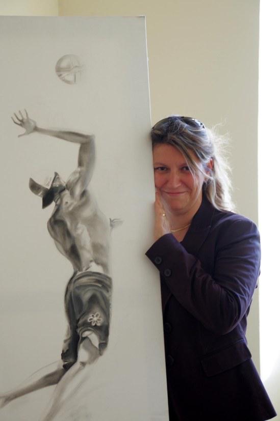 Silvia Caimi con una sua opera.jpg