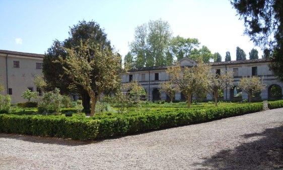 Mantova-Palazzo_ducale-Giardino_dei_Semplici.jpg
