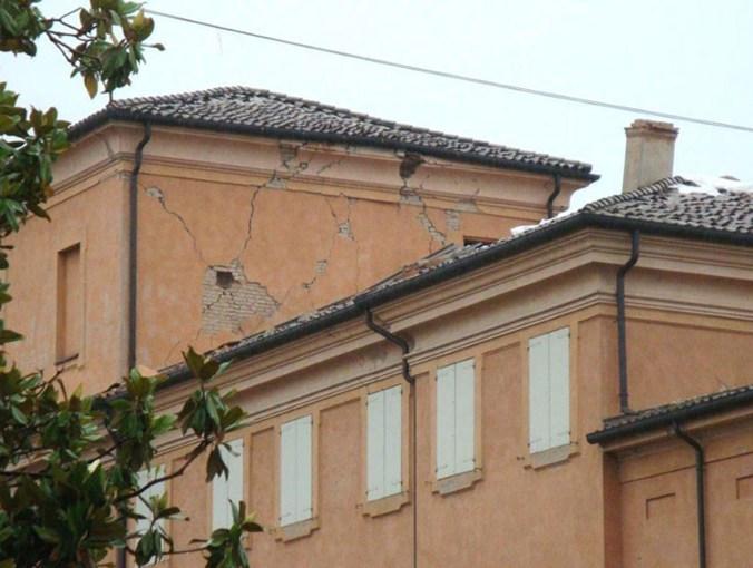 Palazzo Sartoretti danni.jpg