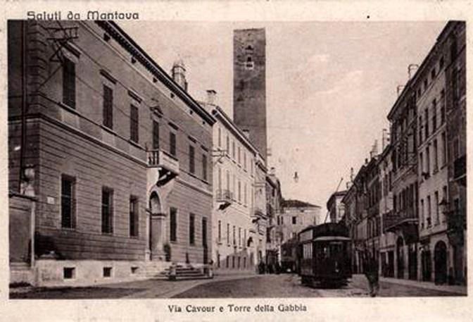 Mantova, via Cavour e torre della gabbia