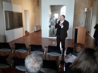 Assmann presenta le opere