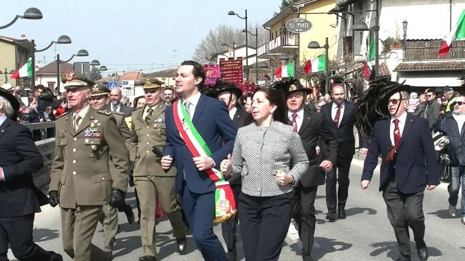 Il sindaco, Chiaventi, la senatrice, Rauti e le autorità militari sul Ponte della Gloria.jpg
