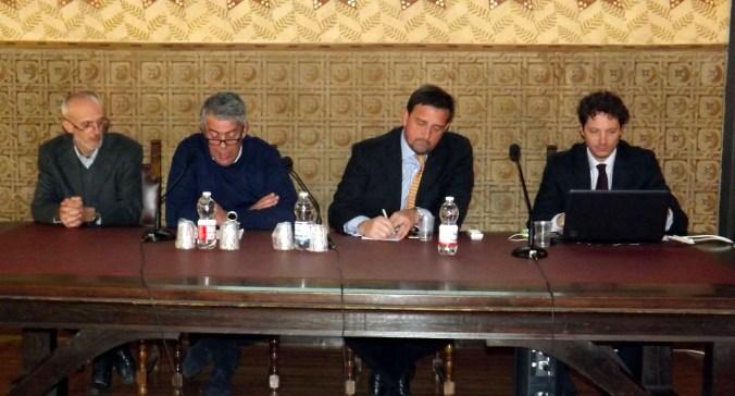tavolo dei relatori.jpg