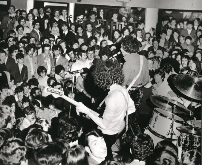 Hendrix - p. 68_b © Archivio Roberto Crema - Per gentile concessione di Jaca Book.jpg