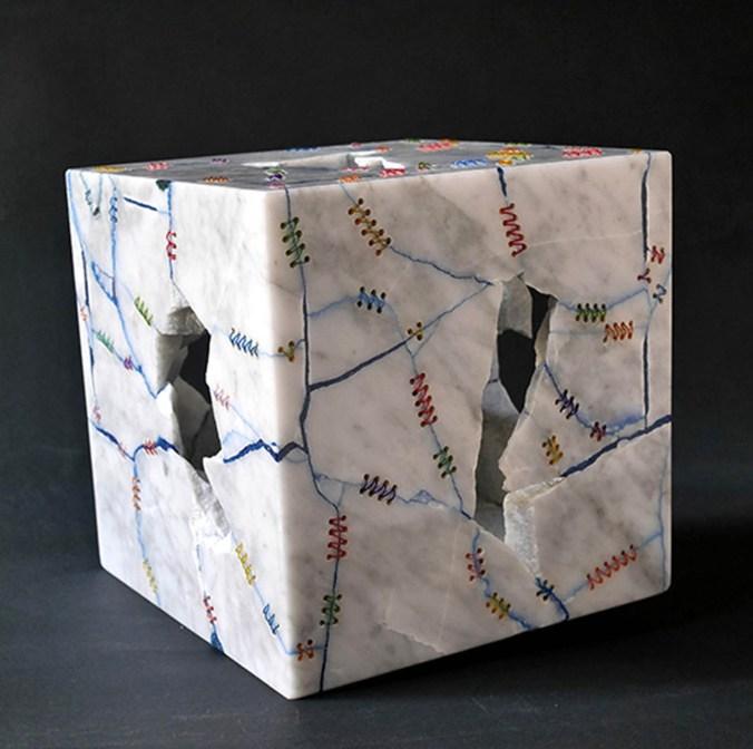 KENJI Cubo 2003 marmo ordinario e nylon 23x23x23cm.jpg