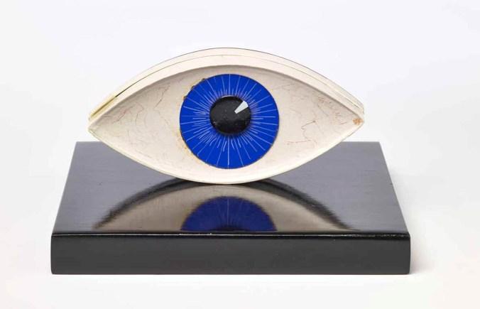 Man-Ray_-Le-témoin-1941-1971_-Museum-Boijmans-Van-Beuningen-Rotterdam-photo-Jannes-Linders-©Man-Ray-Trust-by-SIAE-2018