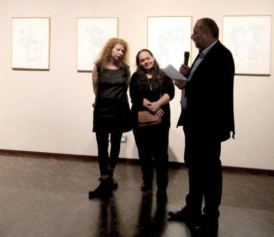 Peter Assman con le curatrici-artiste.jpg