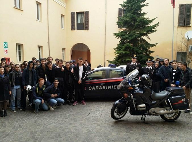 """Istituto Tecnico Tecnologico """"Carlo D'Arco"""" visita la Caserma CC di Mantova"""