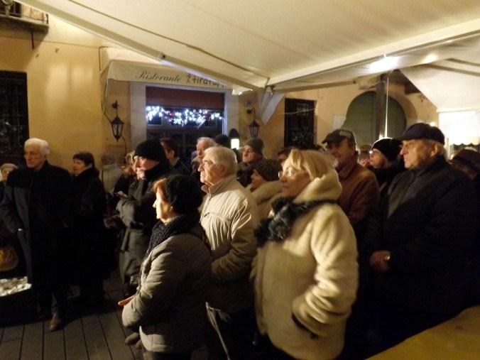 Una parte del folto pubblico che ha assisto alla festa (1).JPG