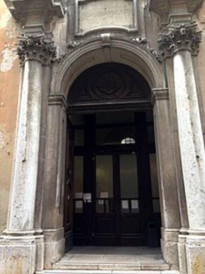 liceo virgilio mantova portone d'accesso al Palazzo degli Studi