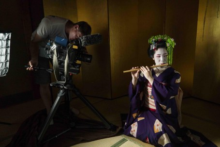 Filming Geisha in Kyoto, Van Gogh & Japan © EXHIBITION ON SCREEN (David Bickerstaff)