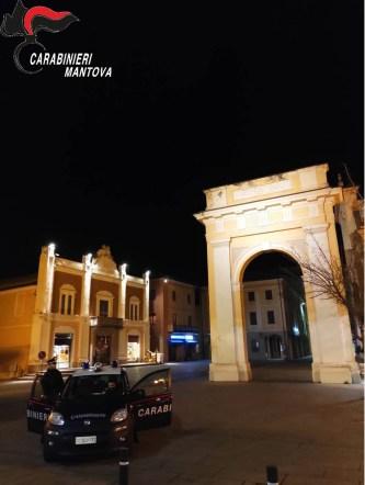 Carabinieri viadana piazza