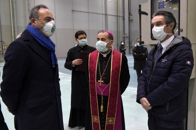 Ospedale della Fiera di Milano l'assessore Galleral'arcivescovo Mario Delpini e il presidente Fontana