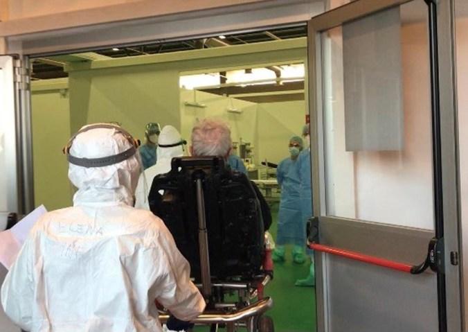 ingresso paziente covid-19 in ospedale fiera bergamo
