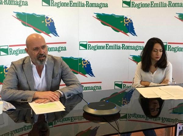 Conferenza stampa bando alberi Presidente Bonaccini e assessore Priolo