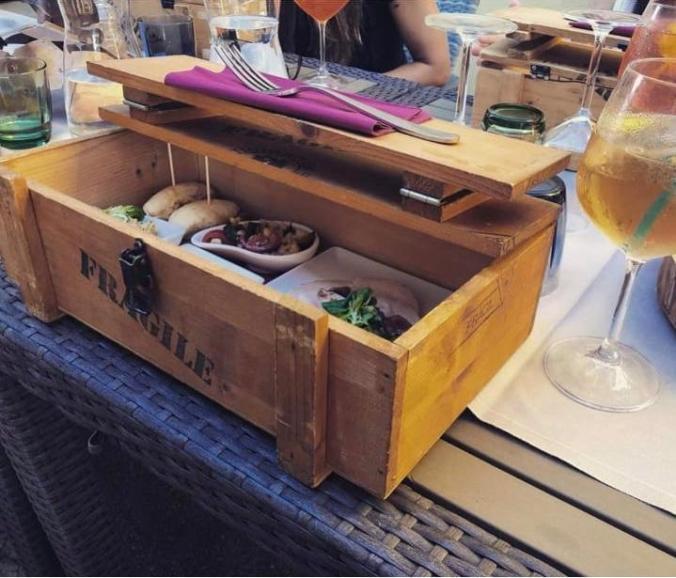 La cassetta con l'aperitivo.jpg